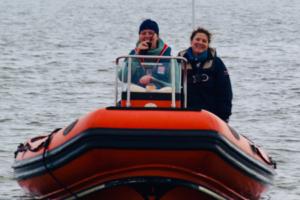 Das orangene Schlauchboot der HSgJ.